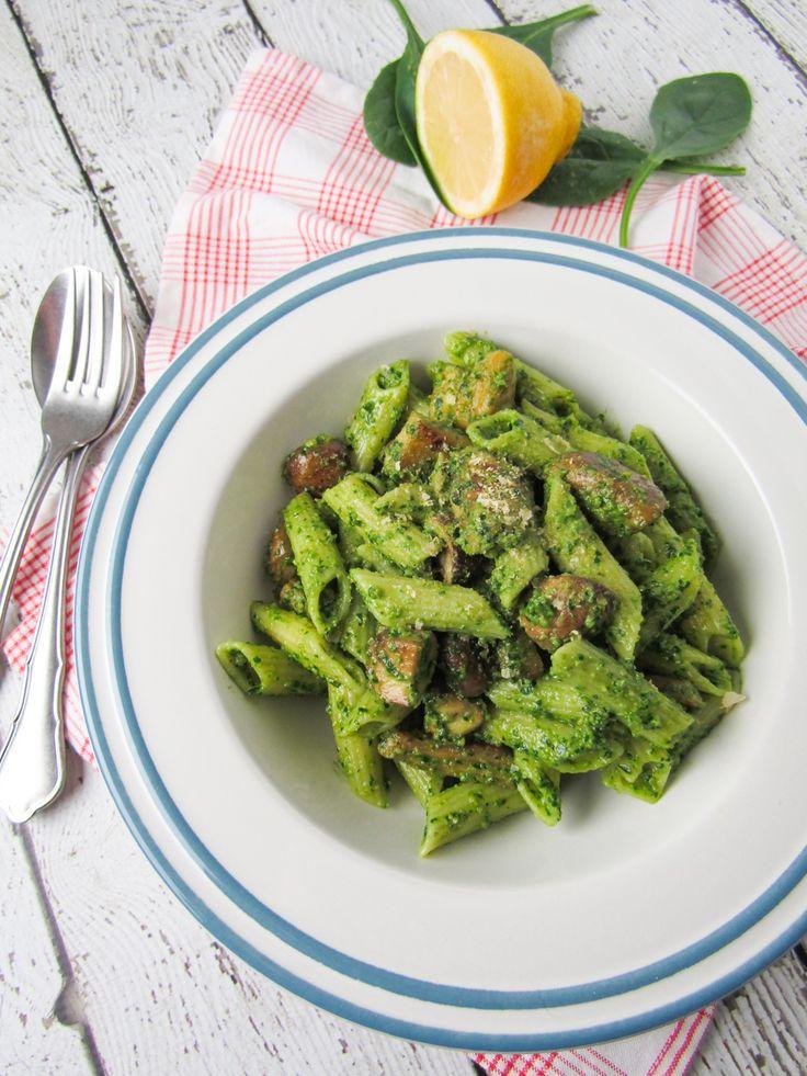 Pasta met spinaziepesto, champignons en plantaardige kip
