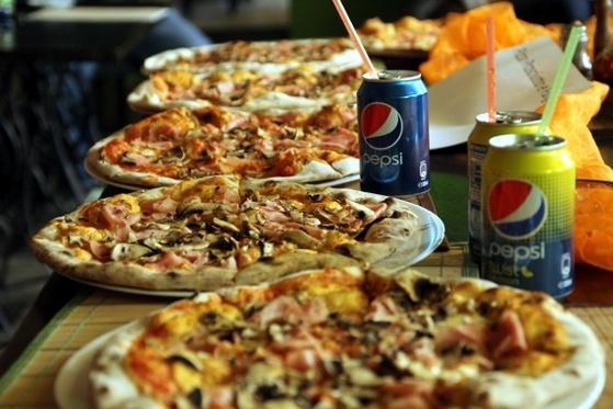 Pizza Prosciutto e Funghi - degustare de pizza