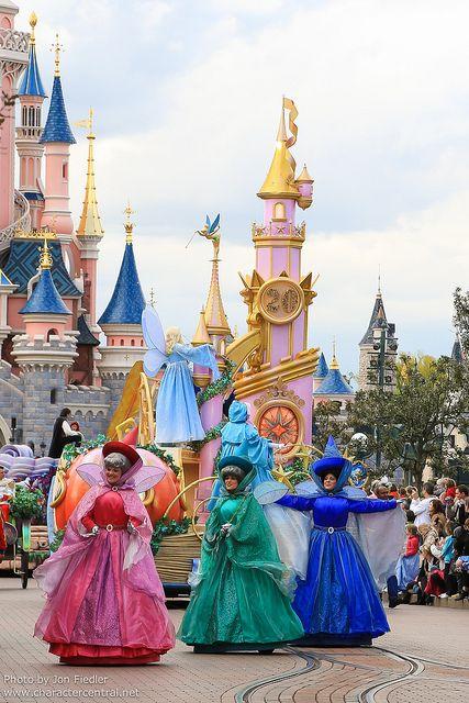 The Cinderella FAIRIES at Disneyland Paris DLP Sleeping beauty Castle 'Le Château de la Belle au Bois Dormant' Parade