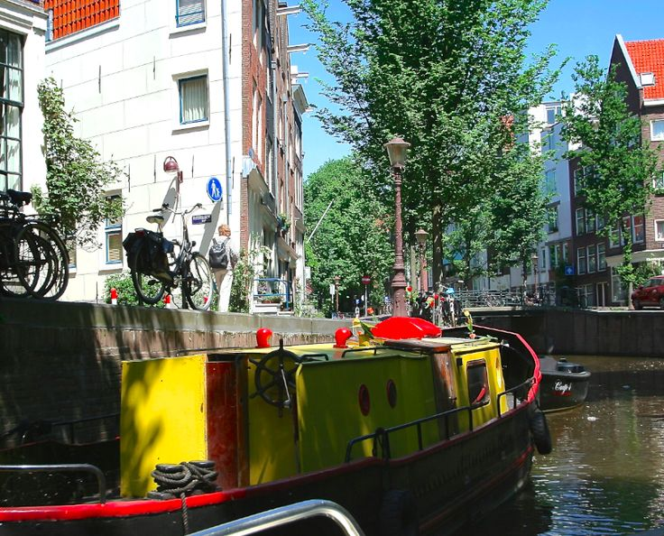Kromboomsloot (near Nieuwmarkt): one of the many canals in Amsterdam