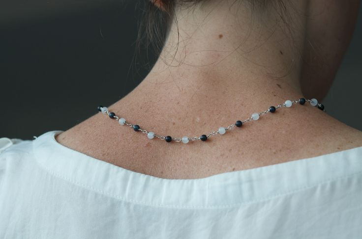 Tilda e l'ortica - Olivia - handmade jewels.. Soft collar necklace with white and grey jade stones