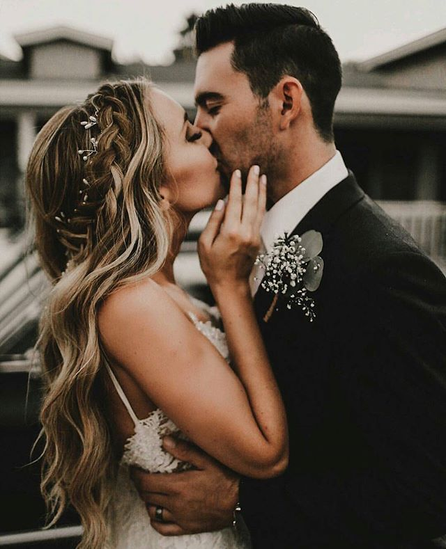 The most perfect bridal hair braid is this right here!! A perfect look for the elegant (thanks to the pretty head piece) or the boho chic bride  |  photo by @michaela.m.photography