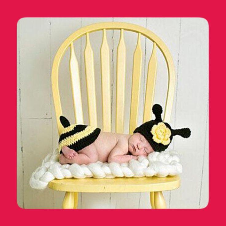 Dětský kostým včelička máme skladem. Oblečte své děťátko jako včeličku. Tento rozkošný včelí kostýmček je nezbytným doplňkem k focení Vašeho děťátka.  Kvalitní provedení i samotný materiál vlněné příze nebude dětské pokožce vůbec škodit.  K oblékaní i zvlékání není třeba velkého úsilí.  Tento překrásný kostýmček pro Vaše děťátko je rozhodně moudrou volbou k focení Vaši ratolesti, nebo jako skvělý dárek pro Vaše známé, kterým se narodilo děťátko. Výrobek doporučujeme i profesionálním…