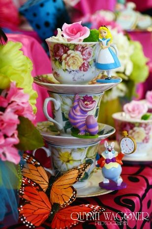 Madhatter tea party theme, Alice in Wonderland bridal shower, birthday party, wedding, centerpiece www.quynhwagoner.com