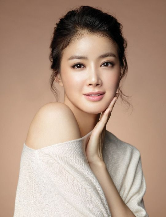Lee Shi Young in Golden Cross Dramabeans ...