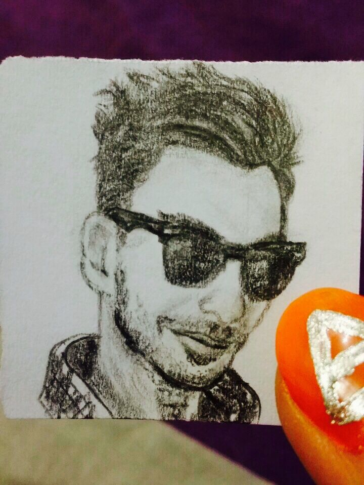 A sketch of Shannon leto on a small piece of paper.( as you can recognize from my nail!) #shannonleto #marsart