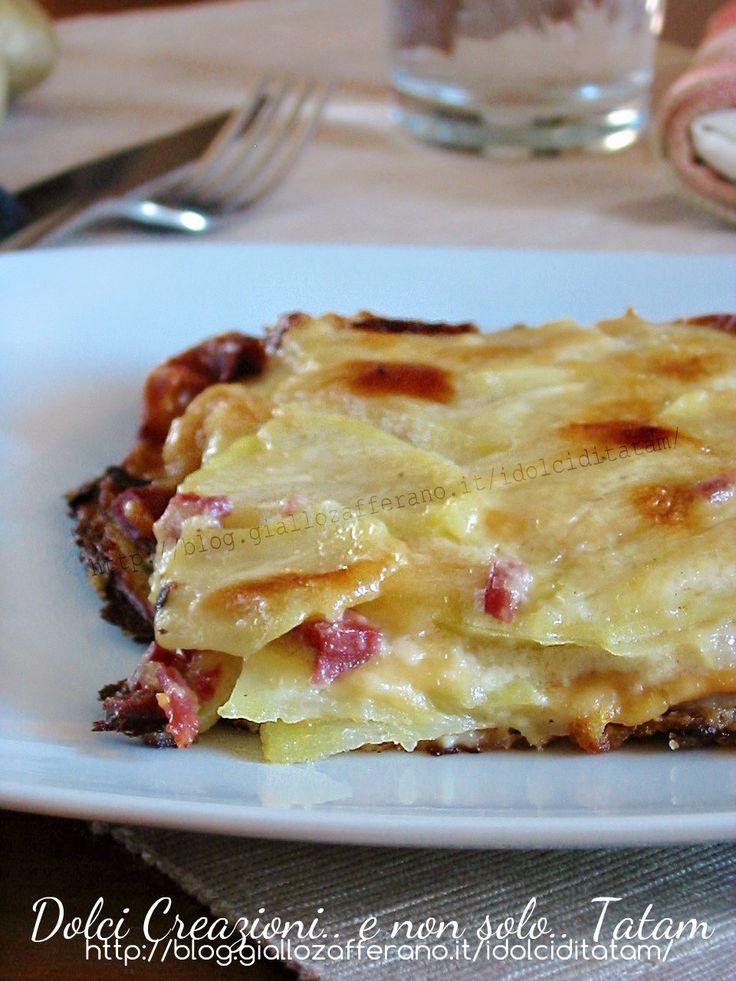 Millefoglie di Patate e Besciamella Link ricetta --> http://blog.giallozafferano.it/idolciditatam/millefoglie-di-patate-e-besciamella/