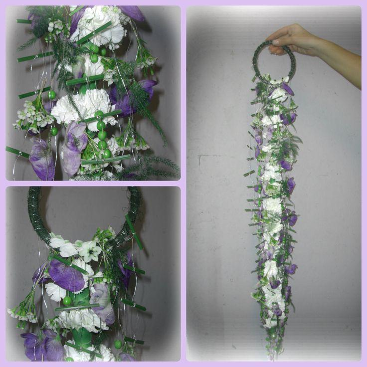 """Øvingsbukett med kun ranketeknikk. Her kan man forme blomstene som man vil, for eksempel samle dem ned i en spiss. De blomstene som """"stikker ut"""" kan også samles mer inn med de andre."""