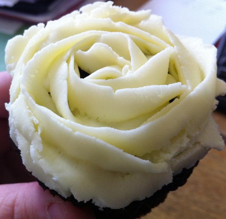 Rose ices chocolate cupcake