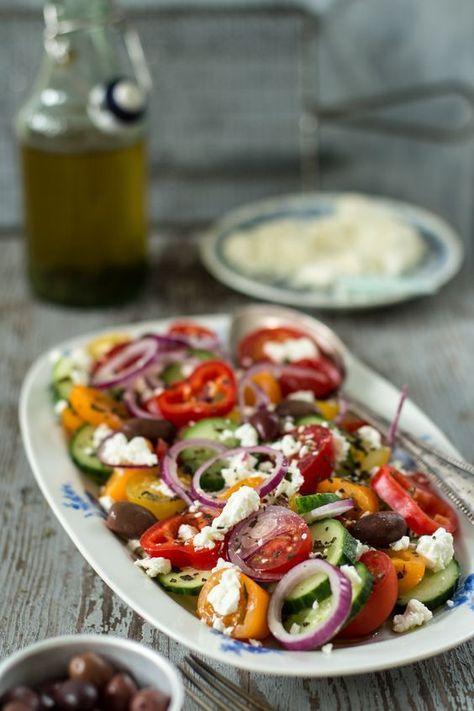Griechischer Salat mit Schafskäse und Olivenöl (Vegan Bbq)