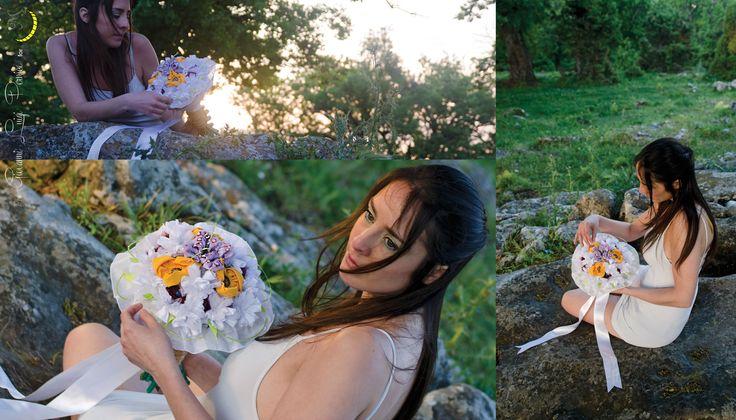 La tradizione italiana del bouquet da sposa è molto sentita, ma che ne dite di un bouquet che potrete conservare per sempre? :) Realizzato su ordinazione; composto da fiori di stoffa e steli tubolari ricoperti di lana.  Dei fiori secchi continueranno a dargli la stessa profumazione di lavanda ogni volta che qualcuno smuoverà un po' i fiori. http://it.dawanda.com/product/81860531-Bouquet-da-sposa-personalizzato---su-ordinazione