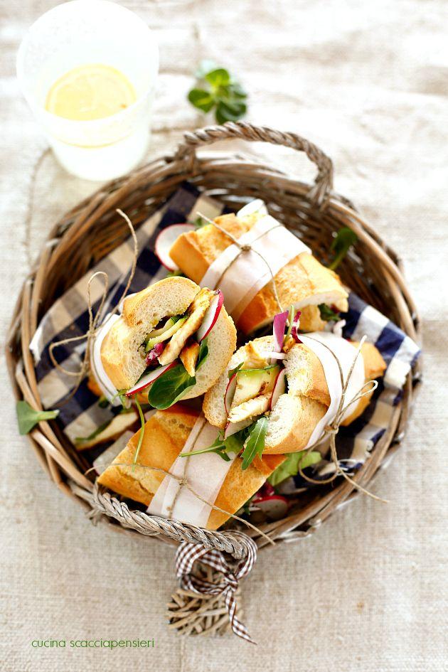 Cucina Scacciapensieri: Tranci di baguette con petto di pollo e zucchine grigliate