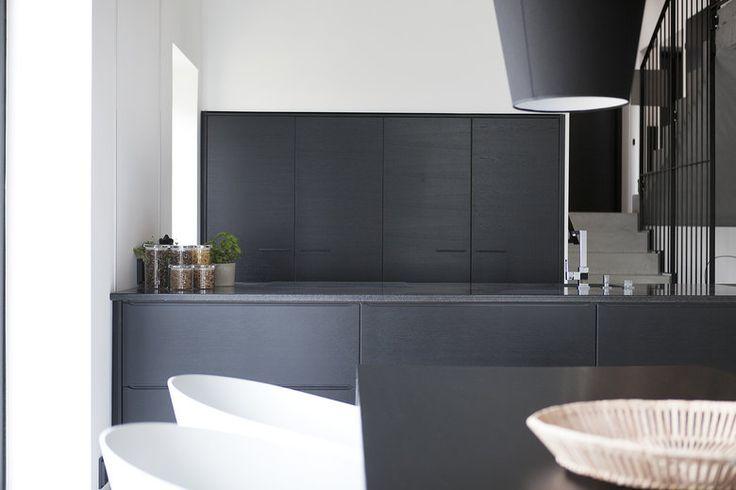 Rauhallista mustavalkoista tyyliä Majan keittiössä,  lisää ideoita www.lammi-kivitalot.fi