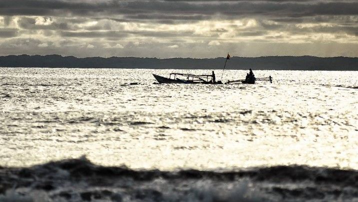Nelayan di Laut Objek wisata pantai pangandaran