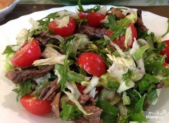 Салат с рукколой стал так популярен, что, кажется, без него не обходится ни одно праздничное меню. Это дань моде на итальянскую кухню, да и само слово руккола – итальянское. В других странах эта же…