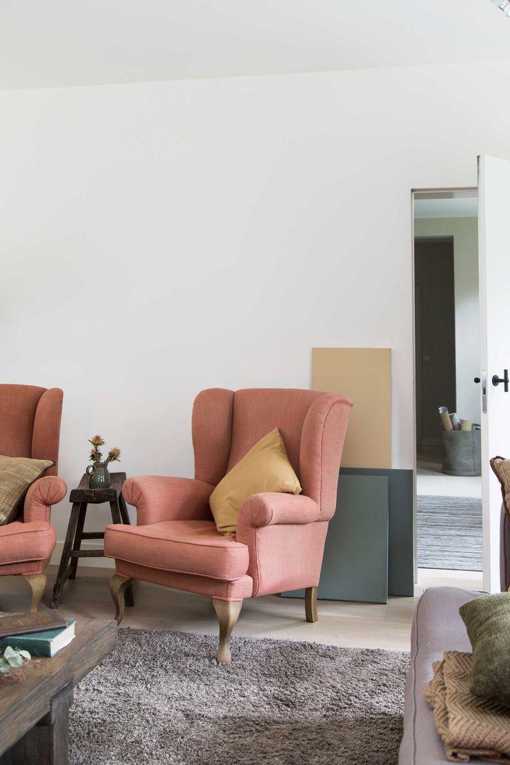 roze fauteuil geel kussen groene kan