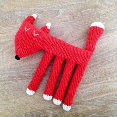 One of this week's Featured Favorites at the Tuesday PIN-spiration Link Party is: Fox! Crocheted by Annemarie's Haakblog. There is a free pattern in Dutch available and linked in her post. Get your copy of the free pattern here: