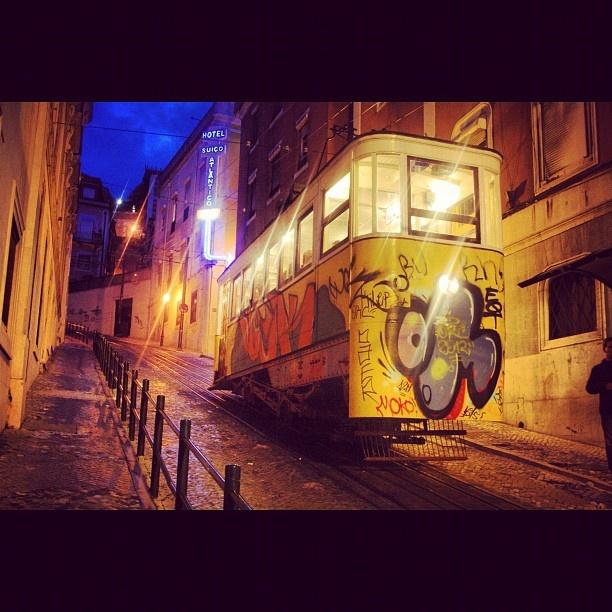 #lisboa #lisbona #tram #barrio #alto #vacanza  #2012 #night #instaezz #instatag #instagood #instagram #iphone4