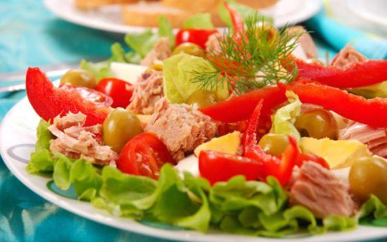 Lehký salát z tuňáka