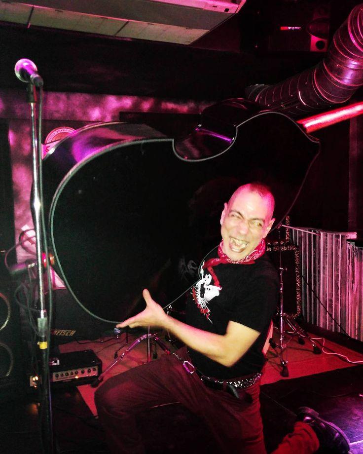 Atomic Megalodon en Backstage #rock #bar #Valladolid #music #love #instagood #photooftheday #tbt #cute #beautiful #followme #happy #follow #fashion #picoftheday #like4like #200likes #instadaily #friends #summer #fun #smile #igers #instalike #likeforlike #20likes #like #instamood #follow4follow