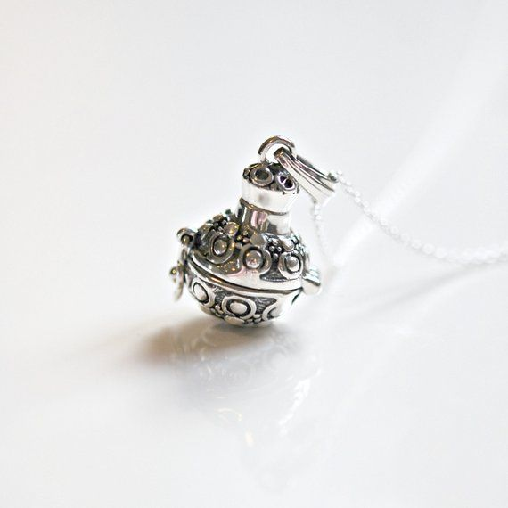 Vintage Jewelry Box Memorial Jewelry Pill Box Heart Shaped Box Solid sterling Silver Handmade Ornament Box Sterling Silver Trinket Box