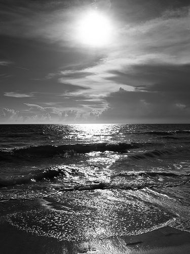 17 Striking Black and White Photos at the Beach – Cathy Martinez