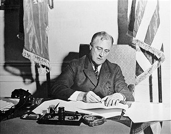 president franklin d roosevelt and president herbert c hoover essay Presidents franklin d roosevelt and herbert c hoover were two very different leaders during a time of struggle in america president franklin d roosevelt essay.