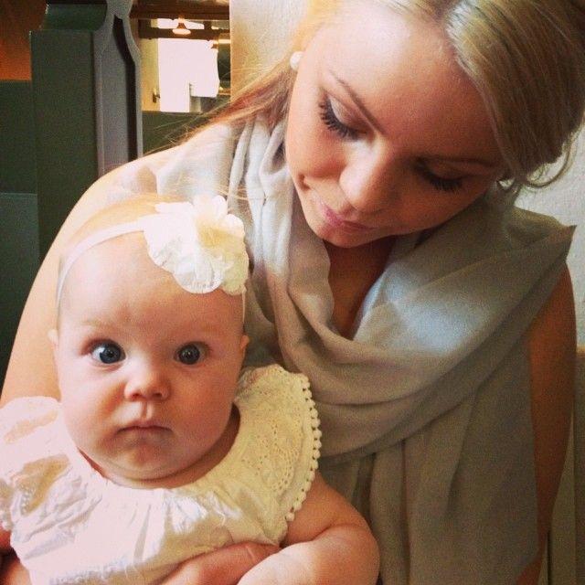 Upea kaunis äiti - Heidini ja tytär Sofie 19.7.2014  Porvoon tuomiokirkko / Borgå domkyrka paikassa Porvoo, Etelä-Suomen Lääni