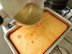 Separamos 15 receitas de caldas, para você molhar seu bolo e deixá-lo mais úmido e mais saboroso! Calda Básica: 1 xícara de açúcar, 1 xícara de água Modo d