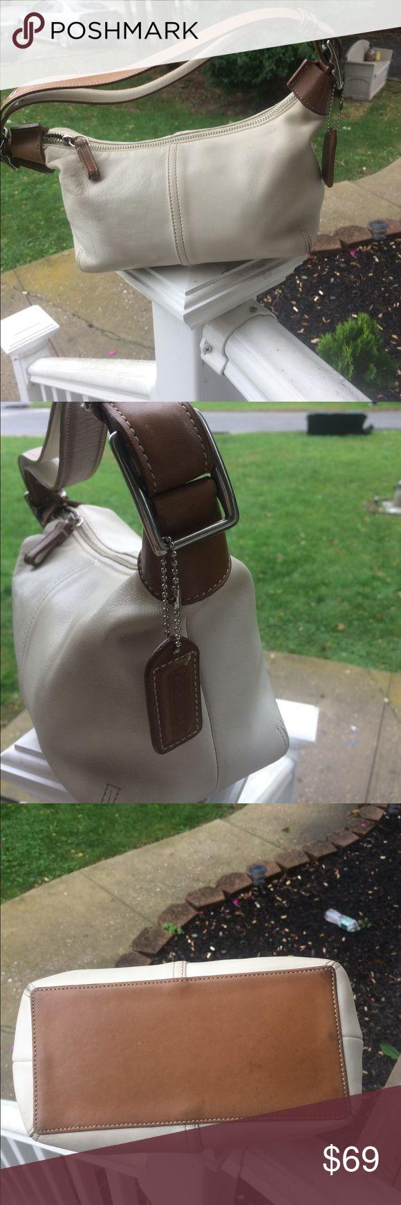 Coach hobo handbag   Pre owned condition authentic coach hobo bag  Coach Bags Hobos
