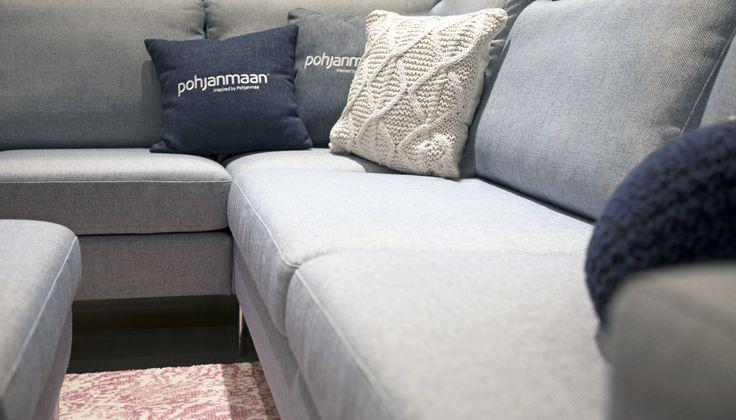 Maanantai alkaa olla paketissa, aika siirtyä sohvalle loikoilemaan! 💙 Malli: Capri Verhoilu: Kangas, Diamonds 283 Vaihtoehdot: 2-istuttava ja 3-istuttava sohva, modulisohva, rahi Jälleenmyyjä: Masku-myymälät  #pohjanmaan #pohjanmaankaluste #käsintehty #koti #sohva #olohuone #livingroominspo #livingroomdecor