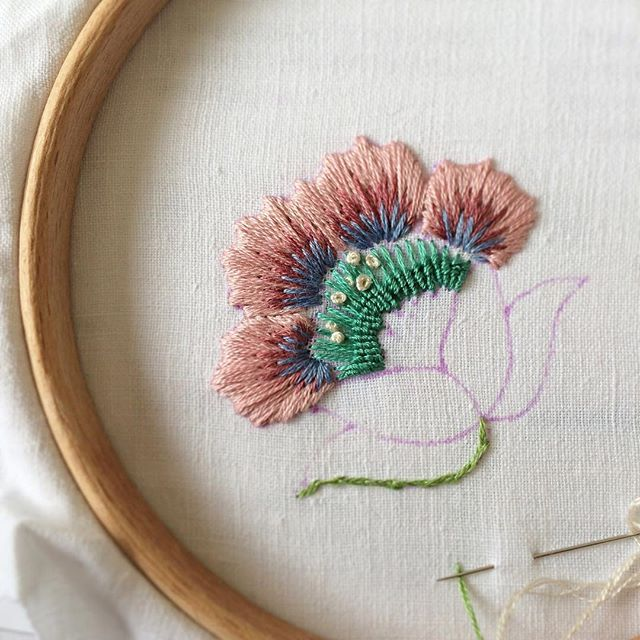 Today's progress  now to add some bullion knots! Have a gorgeous weekend everyone ☺️#embroidery #Jacobean #floral #handembroidery #handembroidered