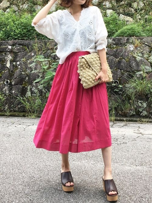 プチプラレースブラウスに ピンクスカート♡ ペーパーバッグにサボで 全体的に夏らしく プチプラレ