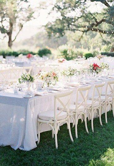 Nicht nur die Braut, sondern auch die Dekoration ist bei dieser Hochzeit in Weiß.