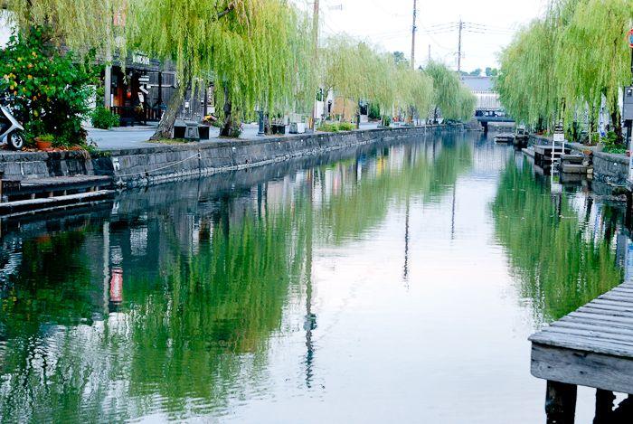 歴史ある街は落ち着く。川に写る街頭を眺めながら、もっと色々な街を旅したいと、一人そう思った。