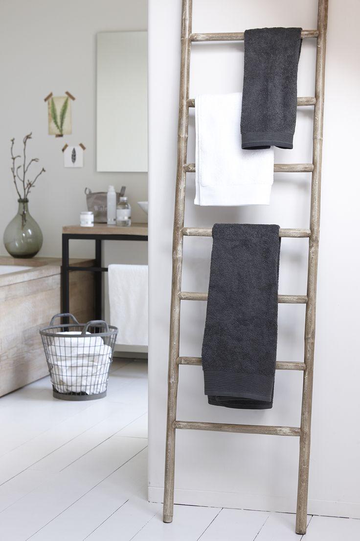 Walra bathtowels - bathroom styling - botanical wall - styled by www.walra.nl