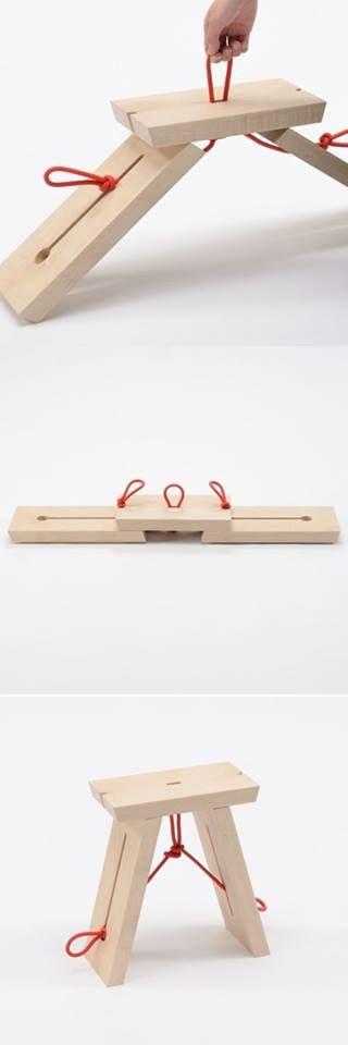 Les compartimos este original diseño para hacerse de un banquito de madera, como pueden ver solo se necesitan 3 maderas y un hilo tipo soga y listo, muy sencillo de elaborar y sobre todo ahorra mucho espacio, anímense a llevar este proyecto a cabo.