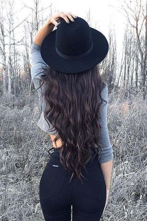 "Perfect Long Waves on @kylacentomo <3 Kyla is wearing her 24"" Mocha Brown Luxy Hair Extensions for extra length and volume. #LuxyHairExtensions"