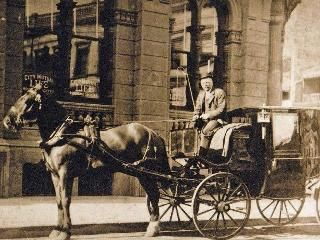 M Charles Chellew drives his Hansom cab down Martin Place around 1900 Supplied by: Margaret & Eric Grove