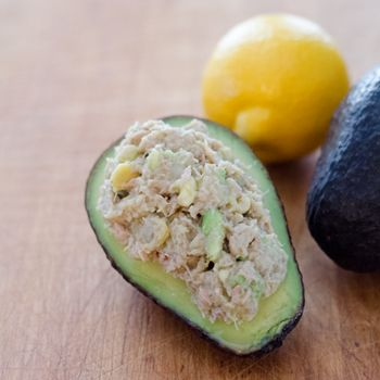 Paleo avocado tuna salad is a great lunch or snack in 5 minutes with just 4 essential ingredients. #glutenfree #paleo