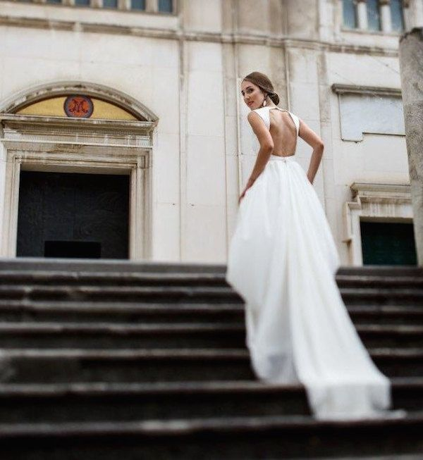 Browsing through Etsy wedding dress stores can be pretty overwhelming. So, here's our selection to help you choose the gown of your dreams.