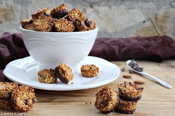 I cookies ai soffiati e cioccolato fondente sono dei deliziosi dolcetti, vegan e senza glutine. Questo mese sono riuscita a partecipare allo scambio ricette di Bloggalline, un divertente giochino,doveci divertiamo a scambiarci ricette tra blogger. A me questo mese è stata abbinataDaniela …