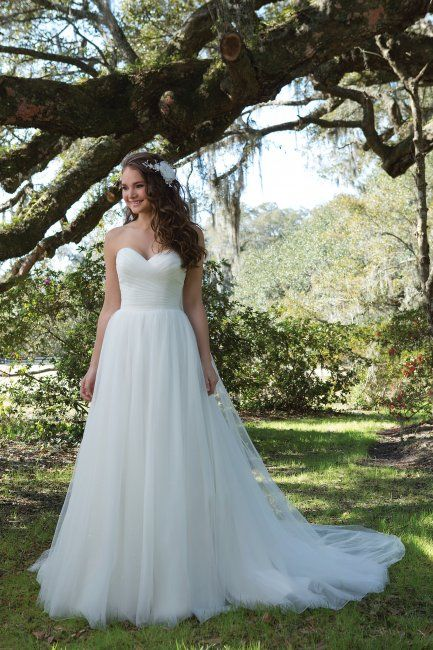 The 13 best Sweetheart Gowns images on Pinterest   Wedding frocks ...