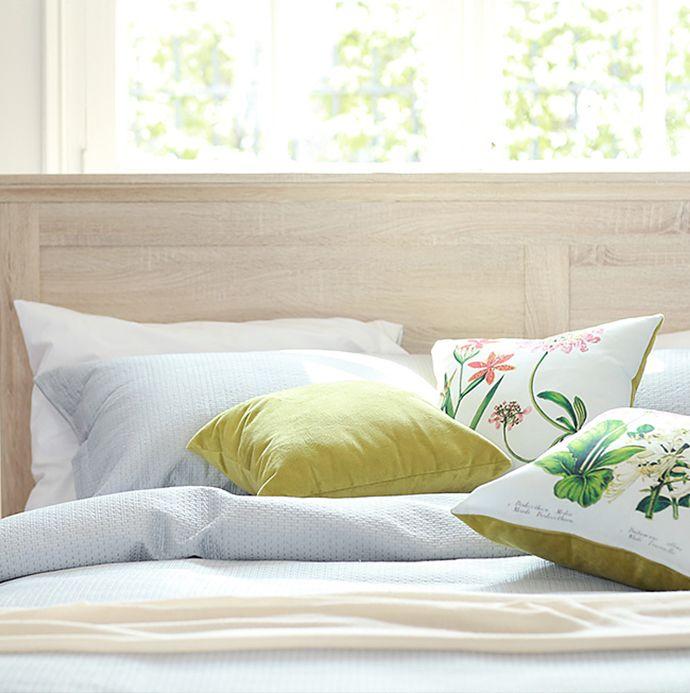 Un gran #despertar comienza con la elección correcta de elementos para tu #dormitorio. #Garden #Flores #Madera #Cama #Homy