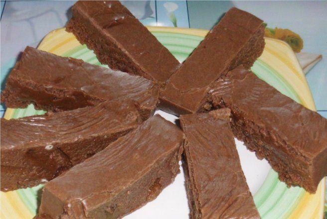 Retete Culinare - Ciocolata de casa cu stafide