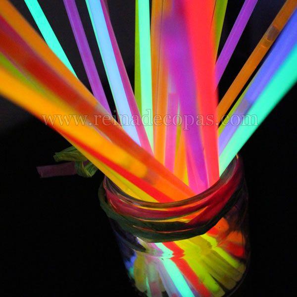 Las Pulseras Luminosas se han convertido en un imprescindible en todas las Bodas. Les encantan a pequeños y mayores. Todos quieren la suya....