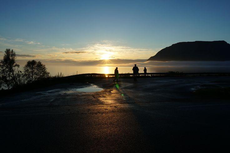 Foggy midnight sun at Nupen