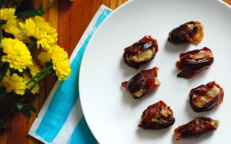 Dattes farcis au fromage et enrobées de bacon ou prosciutto. Un délice pour les sens, dont la recette est sur le site de 250 Grammes par tasse.