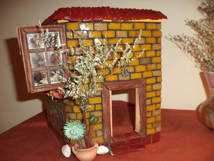 La casa Mostaza - Obra estructural realizada en venecitas, azulejos, espejos y madera - Agregados de flore, terracota y otros