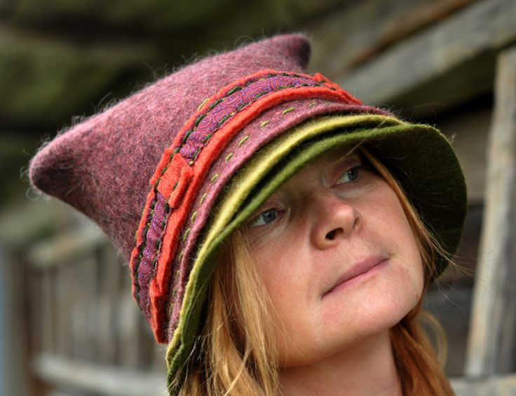 Love this hat! The colours.. the square top.. the layered brim.. all beautiful!